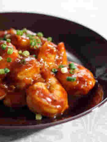 エビといったらやっぱりコレ!エビチリは、エビ料理には欠かせないメニューのひとつ。熱々の白いご飯にぴったりな一品です。
