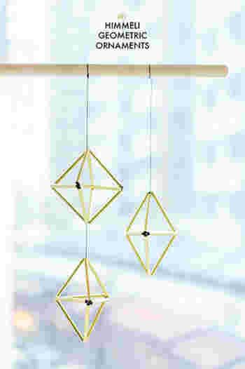 基本的な1つのヒンメリは8面体。  これらの組み合わせによって、 デザインが作られていくことになります。