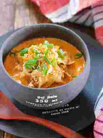 スープとよく合う冷凍もやし。キムチの味もよく染み込みます。豆乳を使っているのでまろやかな味わいです。