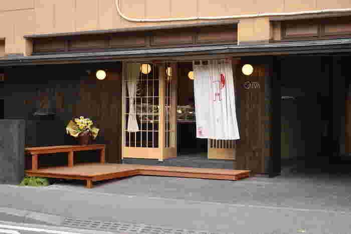 2017年12月にNEW OPENした「ショコラトリーカルヴァ」。場所は北鎌倉円覚寺の前にあり、まるで料亭のような佇まいが鎌倉らしくとっても素敵です。このショコラトリーカルヴァは、大船にある有名店「ブーランジュリー パティスリーカルヴァ」のチョコレート専門店で、グルメ関係各所から今熱い視線が集まっているお店なんですよ。