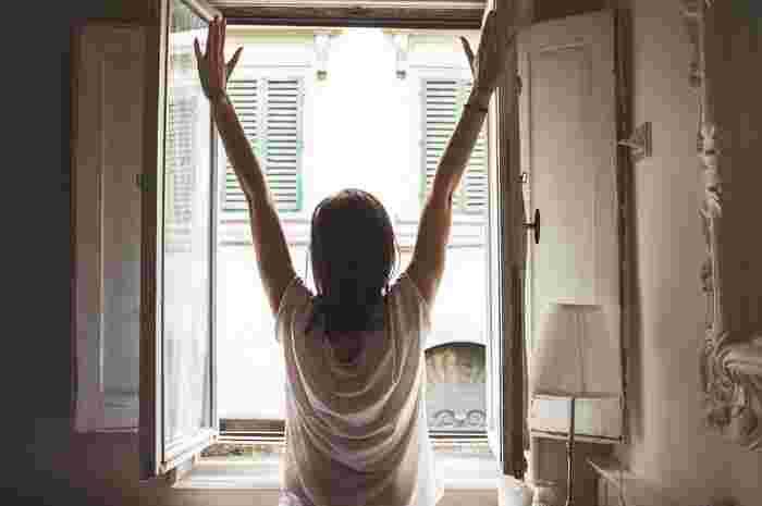一日の疲れをストレッチでリセットできれば、翌朝の目覚め方も大きく違うはず。今日は疲れたなぁと感じる時こそ、簡単ストレッチで心も体もすっきりさせましょう!
