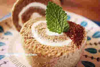 コーヒー風味のロールケーキにマスカルポーネの酸味と軽やかさがクセになる一品。柔らかめのしっとり生地となめらかなマスカルポーネのクリームがたまりません♪
