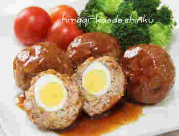 大人も子供も大好きな「照り焼きソース」はお弁当にもバッチリ!ウズラの卵を入れたハンバーグは見た目もかわいいお弁当の一品になります。