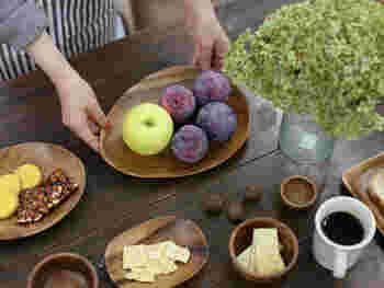 木製食器でよく目にする原料「アカシア」。アカシアの樹木は硬く粘りがあり、衝撃や曲げにも強いといった特長があるそうです。なので、日用品としての使用にも向いているんですね。
