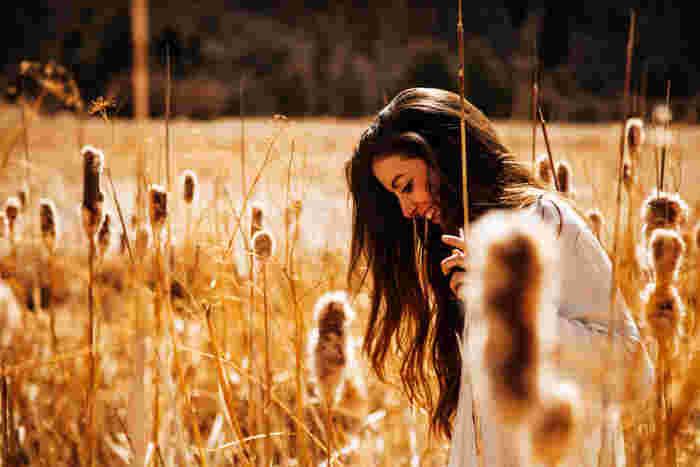 """""""感性が豊かな人""""と聞くと、表現力やセンスなど、持って生まれたものが違う人だと思いがちですが、実は感性は自分の努力次第で磨くことができるもの。 今回は、今よりもっと素敵な自分になるための「感性」の磨き方をご紹介します。今日からすぐに実践できるものも多いのでぜひ試してみてください。"""