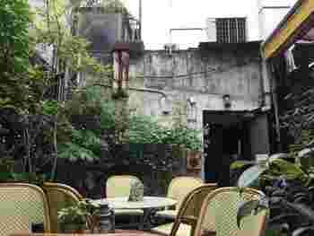 大正6年創業の画材店、月光荘の屋上にあった倉庫をリノベーションして作られた新しい形の喫茶サロン。