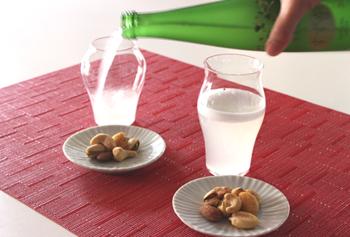 1899年創業の廣田硝子の職人が丁寧に仕上げた、日本酒専用のグラス。純米酒用の<蕾>と大吟醸用の<花>の2種類があります。程よい薄さで、口当たりも良好◎いつものお酒が、もっと美味しく感じられるでしょう。