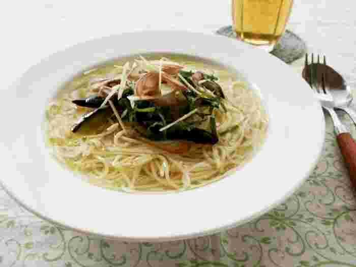 暑い日に喜ばれる冷たいスープパスタ。大葉、みょうが、ショウガと香味野菜たっぷりで食欲もそそります♪