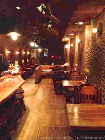 昭和54年創業の喫茶店。まるで洞窟のような、静かで落ち着いた雰囲気のお店です。