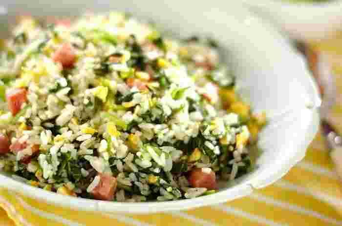 ほうれん草が苦手なお子さんでも、美味しくいただけるチャーハンレシピ。ランチョンミートを使っているので、リーズナブルなのもポイントです◎ レシピはタイ米になっていますが、日本米でもパラパラに仕上がると好評!見ためも彩り豊かなので、食欲が進みそう♪
