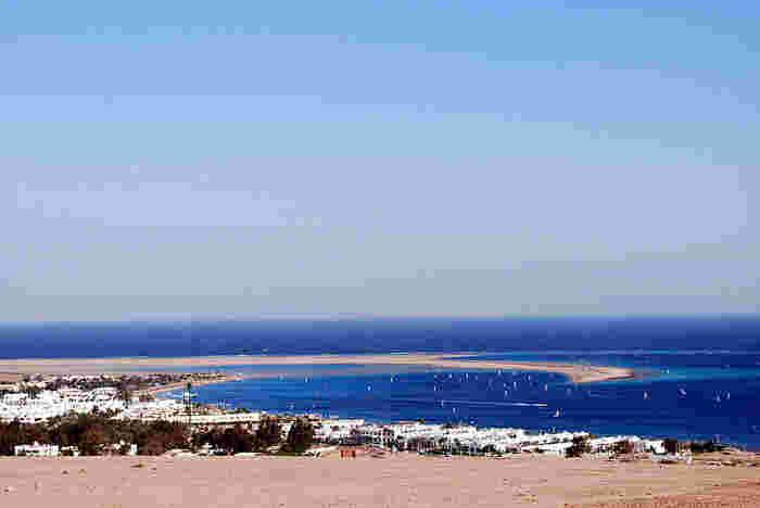 岸からすぐ近くにあるダハブのブルーホール。