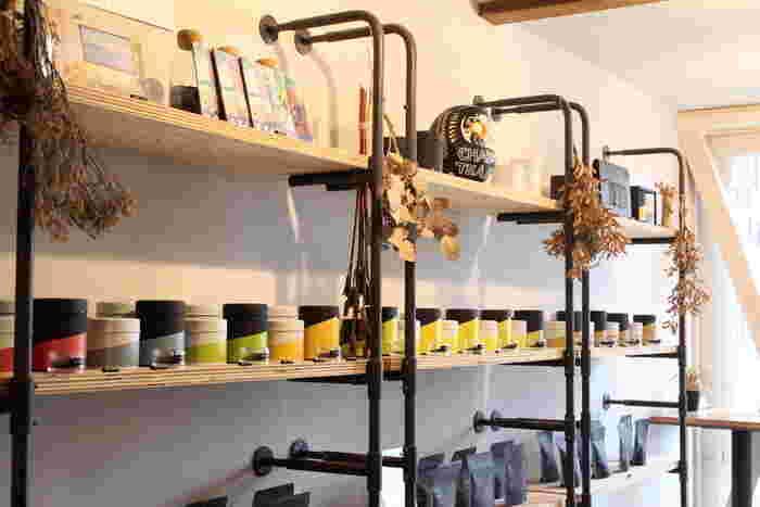 店内ではシングルオリジンティーやブレンド茶の販売もしています。量り売りしてくれるので、好きな分だけ買い求めることができます。軽くて日持ちもいいので、鎌倉のお土産にもぴったり。