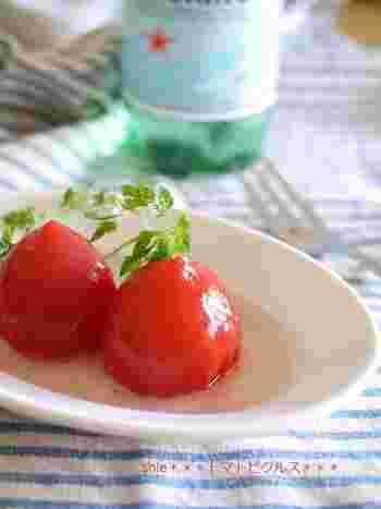 こちらはトマトを丸ごと漬け込んだピクルスです。昆布だしを使い酸味をまろやかにしています。 トマトは特に熟す直前のものを使うと味がしっかりつくそうです。