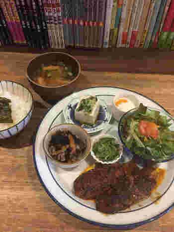 もちろんランチの美味しさもお墨付き。野菜をたっぷり使ったヘルシーな「青春プレートごはん」は1000円でボリューム満点です。