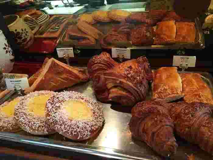 お店のパン類は自由が丘ベイクショップのもの。持ち込みも可なので、好きなように過ごせるのも魅力のお店です。