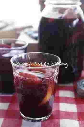 100%のぶどうジュースだから濃厚で見た目も赤ワインのようで大人も大満足。ノンアルコールだからピクニックやBBQなど車でのお出かけの時にもおすすめです。