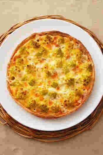 ロマネスコとブルーチーズを使って、贅沢なキッシュに。タルト生地も手作りですが、10分ほどでできてとても簡単です。ホームパーティーなどに喜ばれるメイン料理のひとつになりますね。
