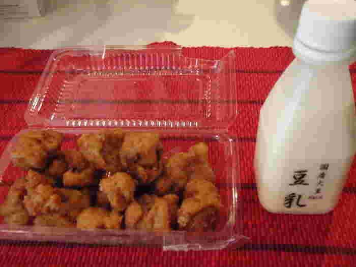お豆腐が唐揚げに!?これがとっても美味しいんです!お酒のおつまみにも、ごはんのおかずにもピッタリ。大豆の味が濃い豆乳はそのまま飲んでも、コーヒーと合わせてラテにしても◎