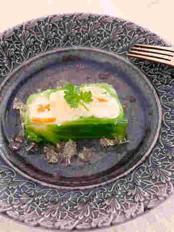 ポテトサラダのアレンジレシピ。いつものポテサラが一手間加えるだけで、おもてなしのテリーヌに。キャベツの緑がとてもキレイですね♪