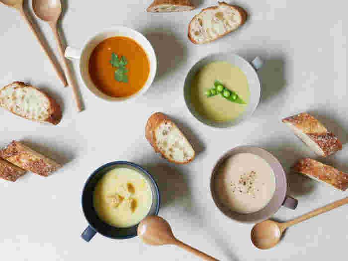 日本製ですが、ナチュラルで北欧風の上質さが感じられる「SAKUZAN」のSaraスープカップ。落ち着いたトーンのカラーバリエーションで、全色テーブルに置いても統一感があります。