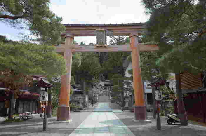 国指定の無形民俗文化財にされている秋の高山祭が開催される桜山八幡宮は応神天皇を主祭神として祀る神社です。