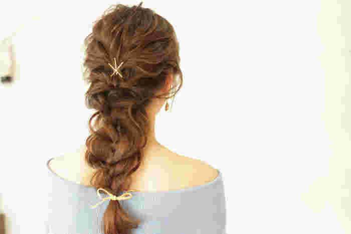 トップから編み込みを繰り返しただけなのにこんなに素敵なのは、ゆる~くほぐした編み込みと、可愛いヘアアクセサリーのおかげ♪