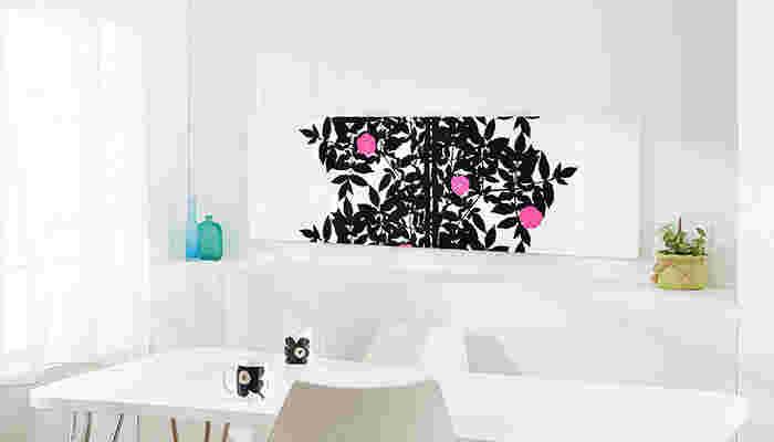リビングなどの壁に大きめサイズで飾ることで、お部屋の印象もガラリと変わります。