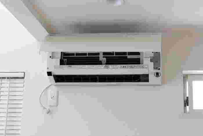 春になって暖房を使わなくなったら手入れが必要です。エアコンの場合はフィルターを洗ったり、本体を水拭きしたりしておきます。ファンヒーターやストーブの場合は、手入れして来シーズンまで収納しておきましょう。