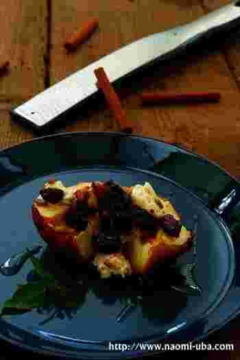 火を通す方法には、魚焼きグリルという方法もありますよね。リンゴがまるごと入る場合もありますが、入らない時には半分に切ってくださいね。