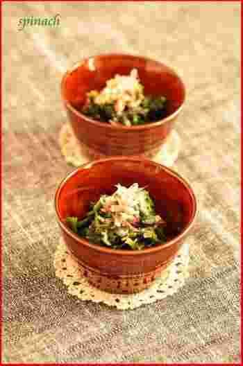 湯がいたほうれん草に調味料を混ぜるだけ。旬な季節には何度も食卓に上がりそうですね。