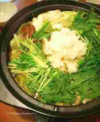 大根おろしとすりおろし生姜が相性抜群なお鍋です。ポン酢に柚子胡椒を少し混ぜ、さっぱりと食べるのがおすすめ。材料が少なくて簡単なのも嬉しいポイントですね。