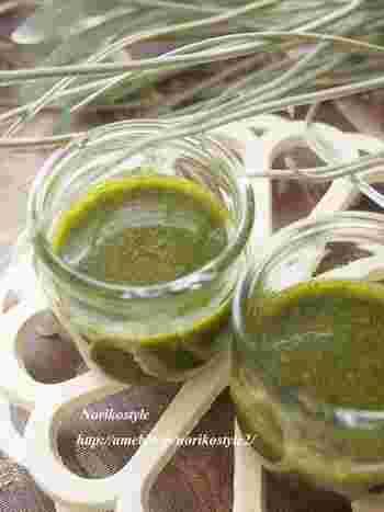 ごまの風味が香るジェノベーゼソース。シンプル素材のソースは、色んな調理に使えて、お料理のレパートリーが広がりますね。