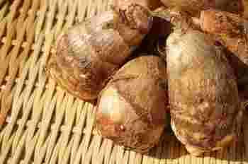 里芋は、水分が多いため、いも類の中でも比較的カロリーの少ない種類です