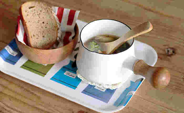 大きめのスープボウルとしてそのまま食卓へ。ひとり分だけを温められるので短時間で済みとても便利です。いつものスープをより美味しそうに見せてくれる効果もありそうですね。