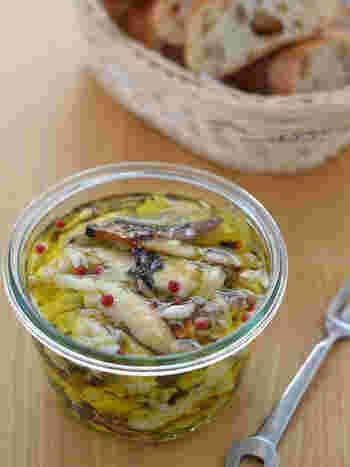 干物の塩サバを使って作る、オイルサーディン。15分で作れるので、思ったより簡単です。バケットにつけて、どうぞ。