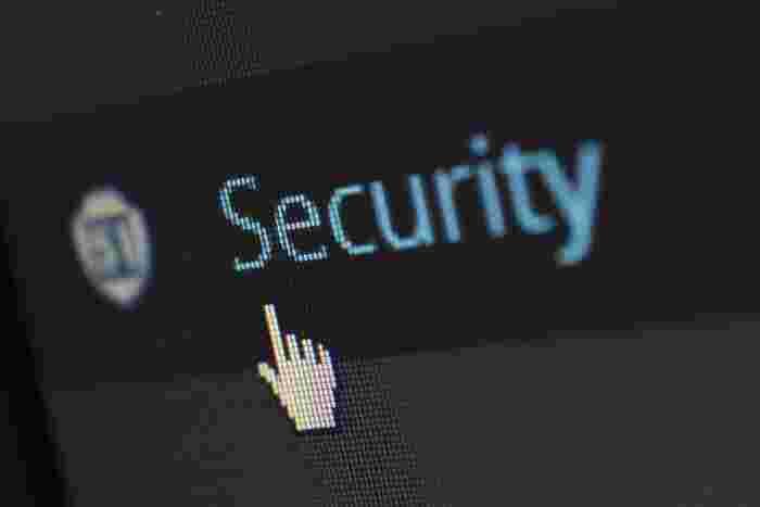 また、クレジットカード決済やpaypal、Amazon Pay、Apple Payの利用が可能な場合、個人情報を渡すことになるため、サイトのセキュリティポリシーも確認しておくことをおすすめします。  例えば... ・決済画面がSSL化(暗号化)されているか ・クレジットカード情報はどこの業者が保有することになるか などなど。  SSL化されたウェブサイトかを見分けるには、ブラウザ上部のアドレスバーのURLの頭が「HTTPS」となっているかをチェックしましょう。