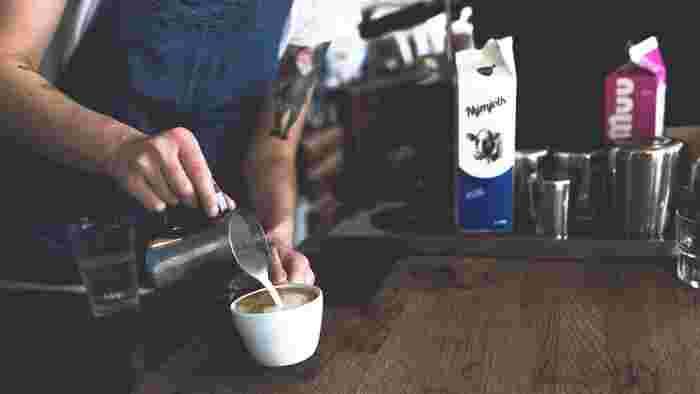 秋の夜長にはのんびりコーヒータイムを過ごしませんか♪おいしいコーヒーを淹れて、とっておきの手作りスイーツを添えれば「おうちカフェ」の出来上がり♪手軽にカフェ気分を味わうことができますよ。