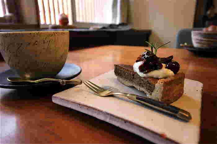 食後に選べるデザートも上品でヘルシーな素材を使った素敵なものばかりですよ。お土産で自家製酒粕酵母を使ったパンも購入できますよ。