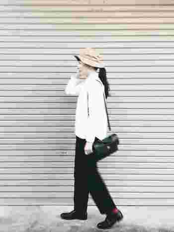 清潔感があって好感の持てるアイテム、白シャツ。そんな白シャツを1枚でさらりと着こなしたり、素敵にコーディネートできる女性って魅力的ですよね!
