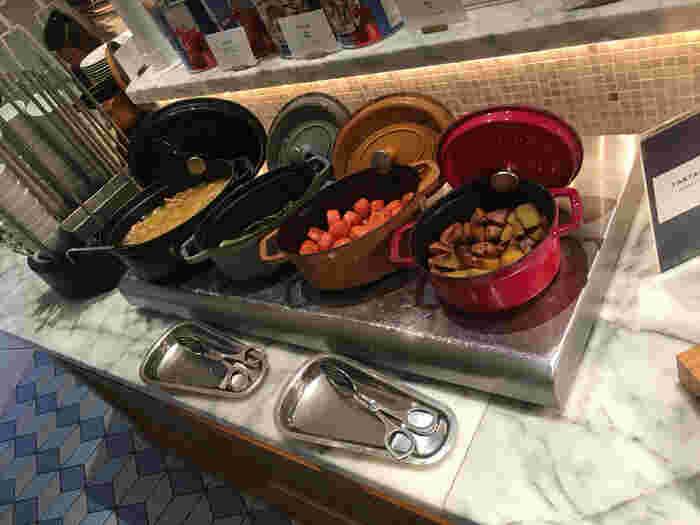 ピッツァやパスタの付け合わせ、お野菜も豊富。 素材の美味しさを味わってもらうために、調理はシンプルに。 ピッツァやパスタの邪魔になりません。