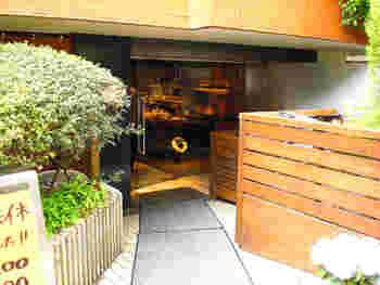大倉山駅のすぐ近く、大倉山記念館へと続く坂道の途中にありますが、通り過ぎてしまう人も多いのではないでしょうか?ちょっと奥まった場所にあるので、行くときは少し注意深く探してみてくださいね。「トツゼン」出てきますよ♪