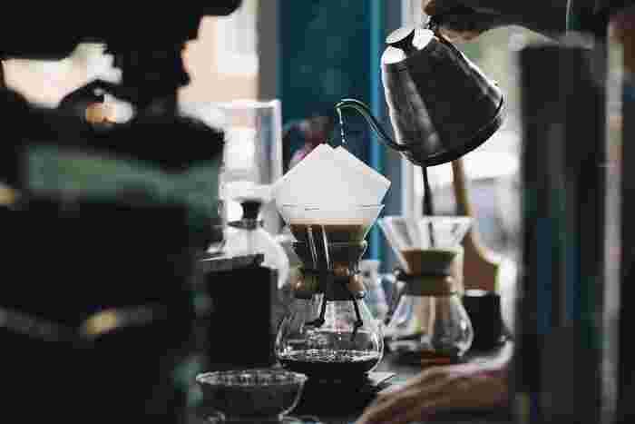 挽き立てのコーヒーの香りは格別のものです。スペシャリストが淹れる本格的なコーヒーの香りは脳を刺激してくれますよ。