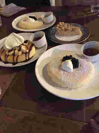 """""""京都一""""とも言われるという「カフェ・ラインベック」のパンケーキ。"""