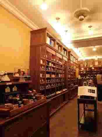 マリアージュ・フレールやダマン・フレールのような高級紅茶は、自分用にも購入しておくといいですよ!時々お茶を飲みながら、ゆっくりとパリの風景を思い出しましょう。
