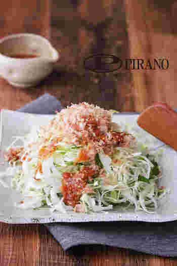 千切りキャベツにドレッシングをかけただけでも立派なサラダですが、手作りドレッシングなら更に美味しくなります。梅干しと麺つゆをベースにした爽やかなドレッシングは、キャベツの美味しさを引き立ててくれそう。