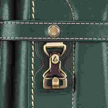 アンティーク調の金具は、あたたかみを感じるデザイン。土屋鞄製造所の刻印がこっそりポイントに刻まれているのも可愛さのひとつです♪