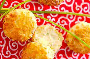 刻んだ細ネギと白みそを加えた和風スコーン。カッテージチーズも入りで、意外な取り合わせが新鮮!試してみたくなる一品です。日本茶と一緒にいかがでしょう…