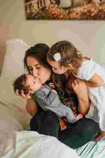 子供は親に愛されていると感じられると、自信がついて前向きな気持ちになれます。愛情は子供の身体と心の栄養です。大切なわが子が笑顔でいてくれるなら、それだけで十分に嬉しいですよね。言葉にしたり、抱きしめたり、その気持ちをしっかり表現してあげましょう♪
