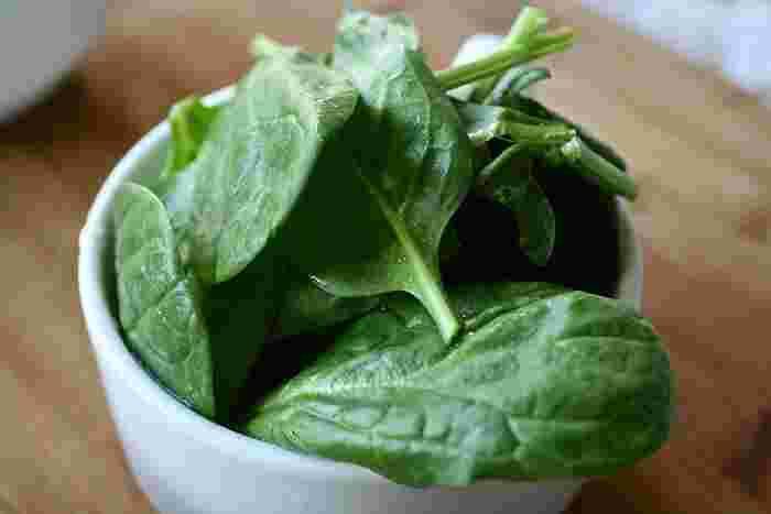 サラダほうれん草が普通のほうれん草と違うところは、苦みの少なさと生で食べれるところです。