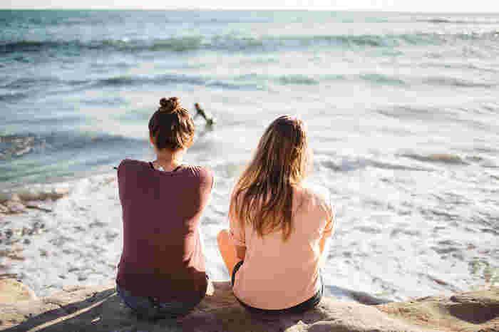 やりたいことを自分の頭の中だけにおさめず、家族や友人に伝えてみるのも有効です。言葉にすることで気持ちが固まり、動き出しやすくなります。SNSで発信するのもアリです。